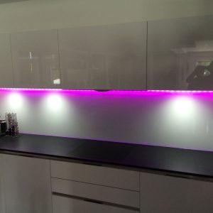 Crédence en verre avec LED - Vitrerie DAVID Sàrl - Yverdon-les-Bains