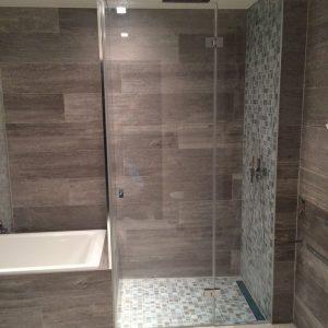 Paroi de douche fixe et pivotante - Vitrerie DAVID Sàrl - Yverdon-les-Bains