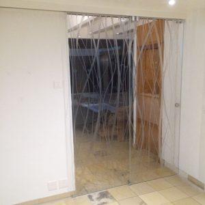 Porte en verre coulissante automatique - Vitrerie DAVID Sàrl - Yverdon-les-Bains
